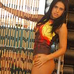 Andrea Rincon, Selena Spice Galeria 36 : Shakiras, Camiseta Negra Con Amarillo y Rojo, Tanga Amarilla y Naranja Foto 7