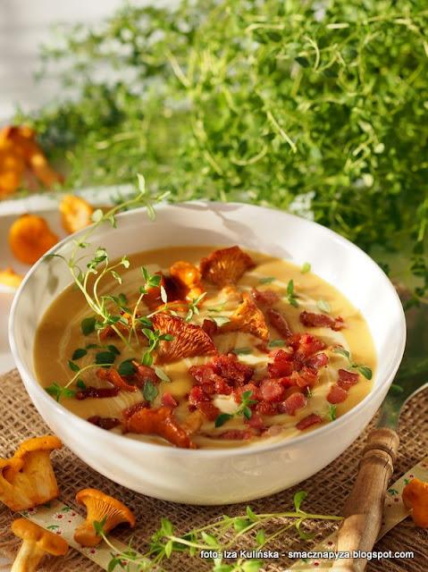 zupa z kurek, smaczna zupa, zupy domowe, zupa dnia, zupa z cukinii i kurek, kurki, pieprznik jadalny, chantarelles
