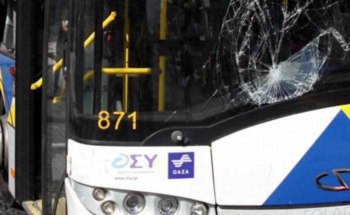 Ψάχνουν ελεύθερο σκοπευτή που πυροβολεί τα λεωφορεία από μπαλκόνι