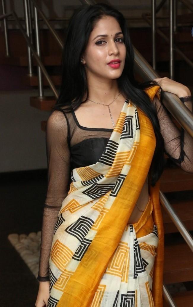 Actress LavanyaTripathi Latest HD Images In Saree
