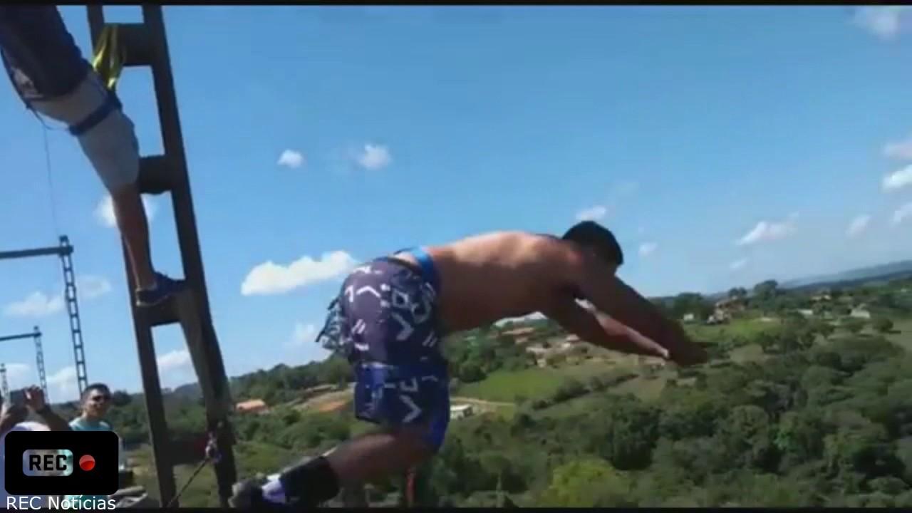 v deo homem morre ao praticar bungee jumping em. Black Bedroom Furniture Sets. Home Design Ideas