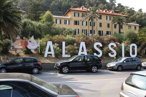 www.alassio.mobi Dove dormire ad Alassio? Alberghi, bed & breakfast, hotels sul mare, case vacanza, pensioni, residence, hotels top 15 Alassio, appartamenti, resort, ville, agriturismi.