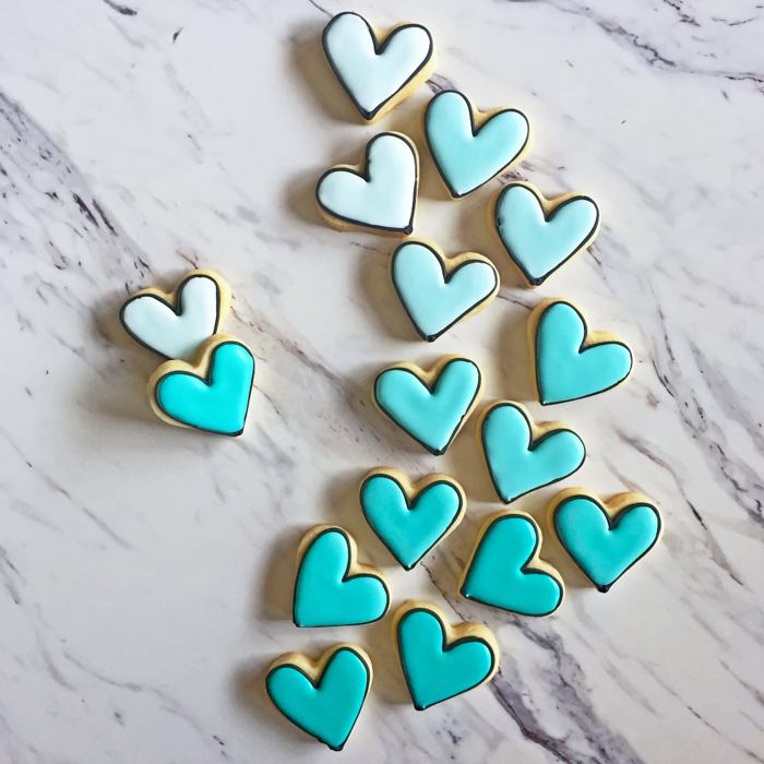 black-outlined ombre heart cookies in turquoise