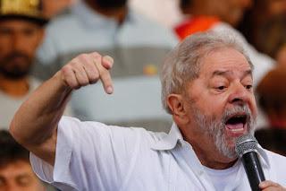 """Moro diz que Lula """"investigado"""" não quer falar sobre presentes"""