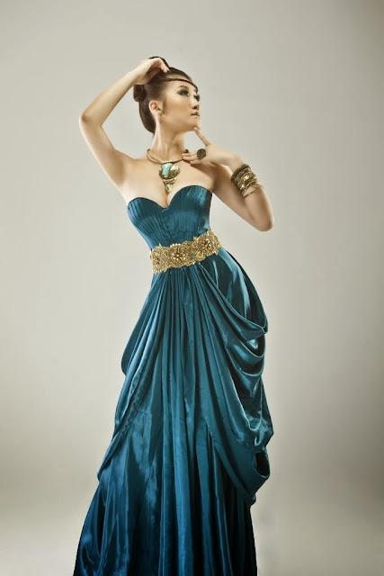 gaun malam biru
