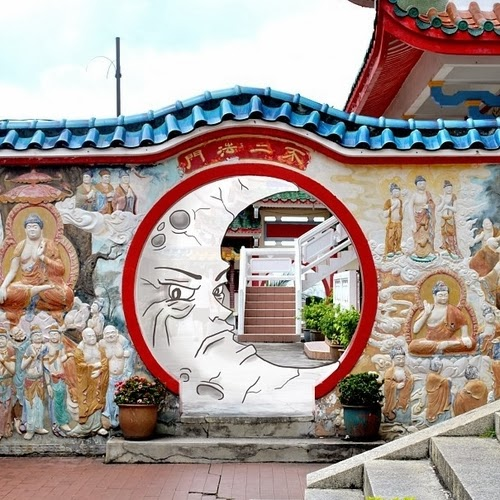 15-Kekloksi-Temple-Penang-Malaysia-Cheryl-H-The-Dreaming-Clouds-Drawings-www-designstack-co