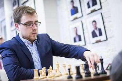 Ronde 7 du championnat national américain d'échecs : le jeune grand maître américain (2605 Elo - 23 ans), originaire de Lvov en Ukraine, bat le numéro 3 mondial Fabiano Caruana (2817 Elo - 24 ans) dans une Partie Espagnole