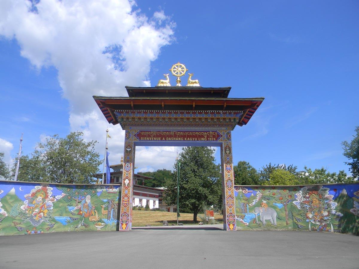 Porte du temple des mille Bouddhas, Dashang Kagyu Ling