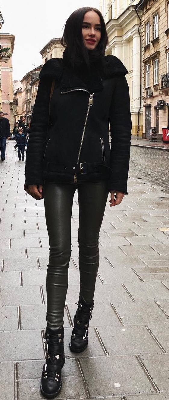 trendy black outfit / leggings + jacket + boots