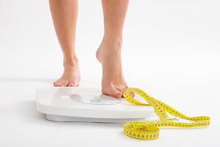 Mengapa berat badan bisa naik turun drastis, apakah berat badan anda naik turun? atasi dengan cara ini, cara mengatasi berat badan yang naik turun, cara sehat menurunkan berat badan