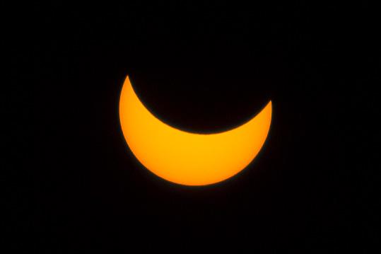 A részleges napfogyatkozás maximuma