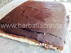 Prajitura cu cocos (avand glazura de ciocolata intarita)