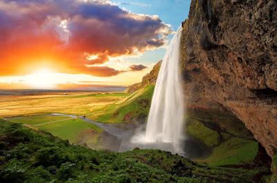 Sol leve de abril en Islandia