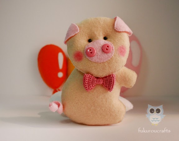 Cute Pig Felt Doll Christmas ornaments, handmade,  เครื่องประดับ, ตกแต่ง ต้น คริสมาสต์  ปีใหม่  ตุ๊กตา หมู ผ้า สักหลาด น่ารัก