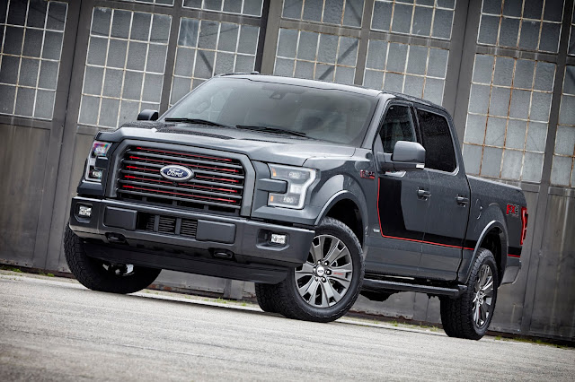 Front 3/4 view of 2016 Ford F-150 4X4 SuperCrew Lariat