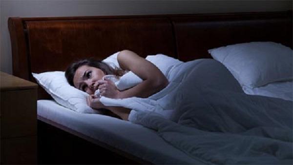 ما هو سبب الرعشة اثناء النوم..هل تشعر بأنك تسقط وأنت نائم؟!