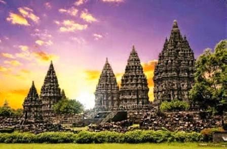 Candi Prambanan adalah kompleks candi Hindu terbesar di Indonesia yang dibangun pada abad Candi Hindu Terindah di Dunia