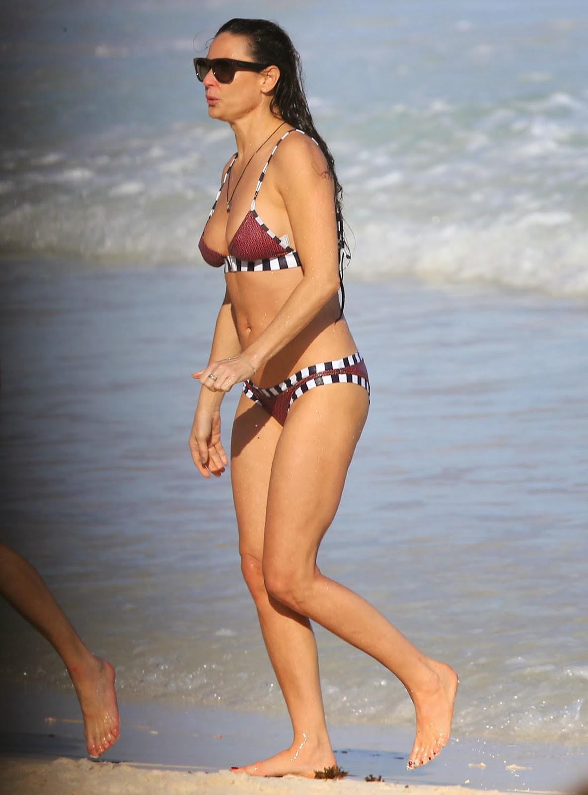Demi moore bikini tweet