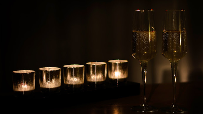 Wallpaper: Candlelight and Champagne