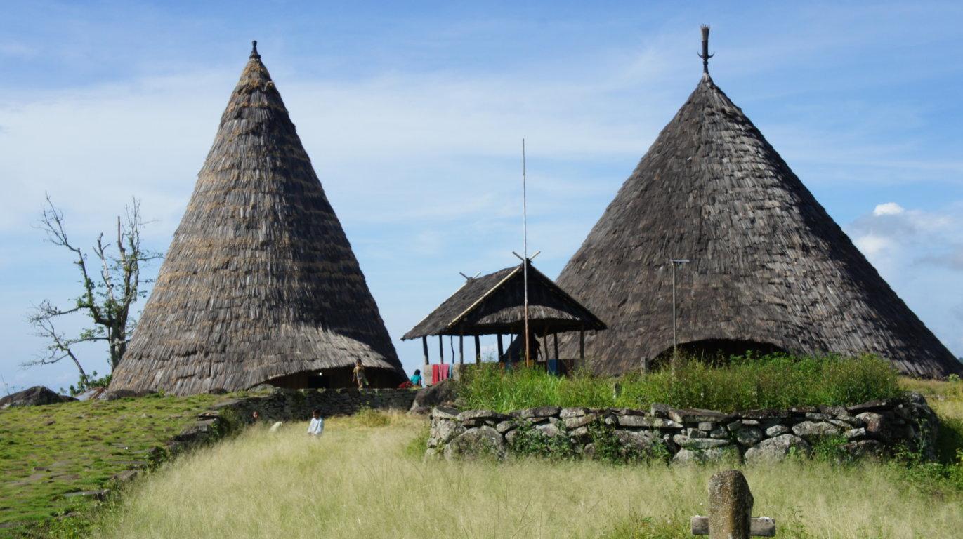 Atap Rumah Adat Manggarai Terbuat Dari
