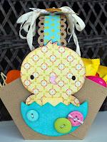 Кошничка за яйца от картон с оригинална украса пиленце