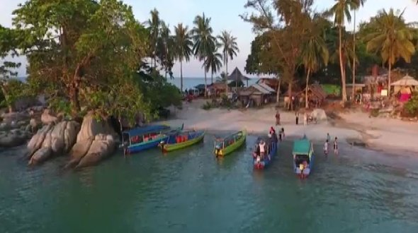 Aktivitas nelayan di sisi utara pulau belinyu