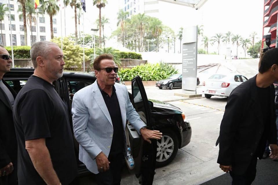 Arnold Schwarzenegger chega ao Transamérica Expo Center. Foto: Divulgação