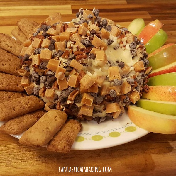 Turtle Cheeseball #recipe #appetizer #dessert #turtle #chocolate #caramel #pecans #apples