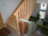 Treppenrenovierung - Treppengeländer während der Schleifarbeiten