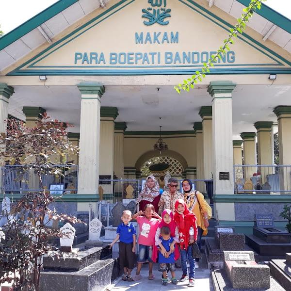 Napak Tilas Leluhur di Makam KarangAnyar Bandung