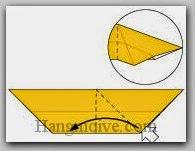 Bước 6: Từ vị trí mũi tên, mở lớp giấy trên cùng ra, kéo và gấp lớp giấy sang bên trái.