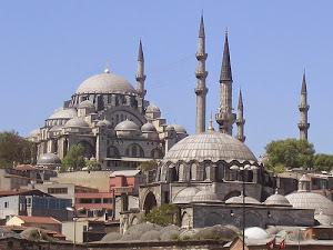 Wisata Muslim Ke Masjid Raya Sulaimaniah