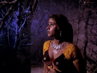 sexy servant scared in Tahkhana Ramsay Hindi Horror Movie