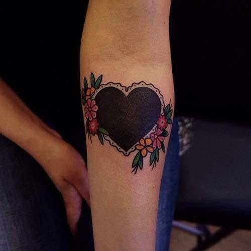 siyah kalp dövmesi black heart tattoo