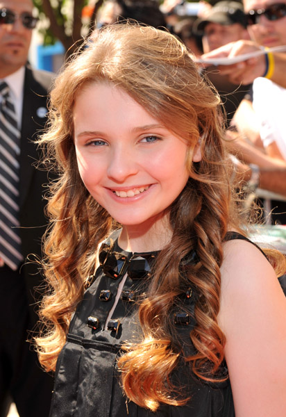 Abigail Breslin Childhood Pics Looking Hot & Sexy Looking