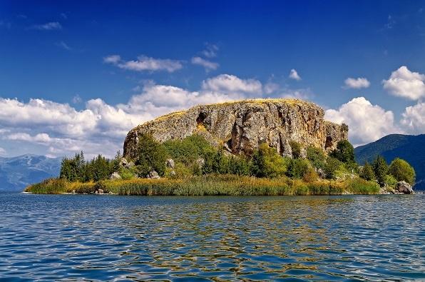MAligrad island