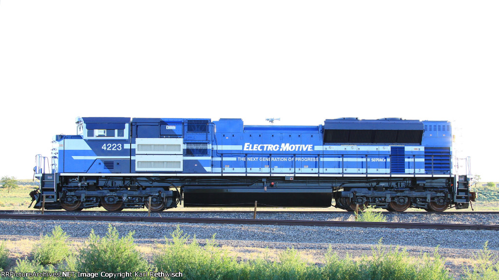 Milepost 154: A Train Blog: Stalled BNSF train in Gold Run