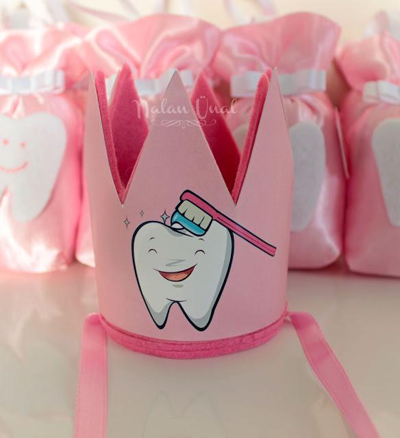 diş pratisi için diş temalı taç