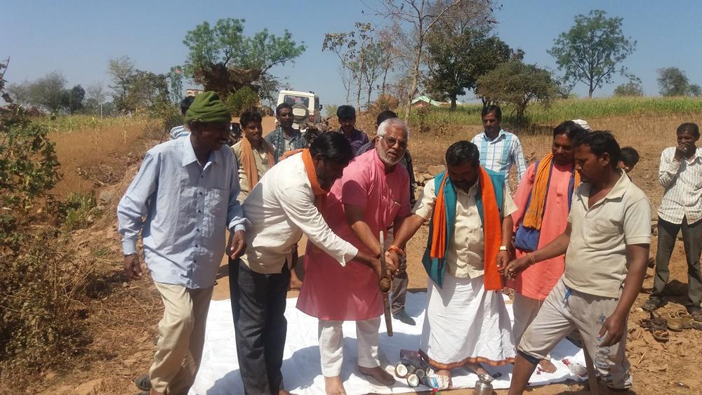 district-president-doulat-bhawsar-led-land-worship-जिलाध्यक्ष भावसार ने  3-3 लाख की लागत से बनने वाली पुलिया का भुमिपुजन किया