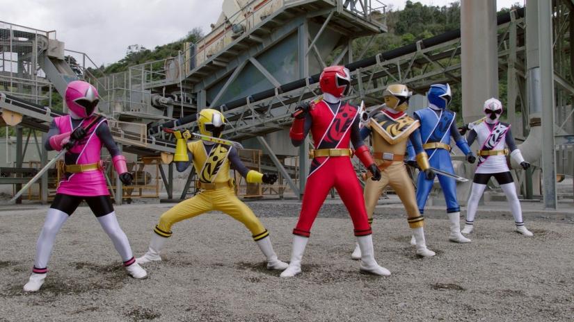 Power Rangers è un franchise originato da serie televisive dazione per ragazzi della Saban Entertainment che raccontano le avventure di giovani teenager che si