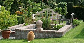 architektonischer Gartenteich