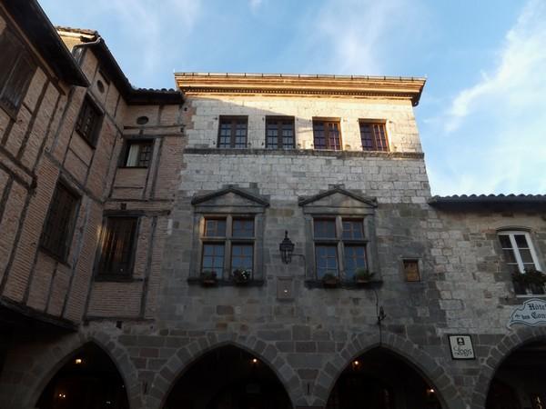 castelnau montmirail tarn place arcades
