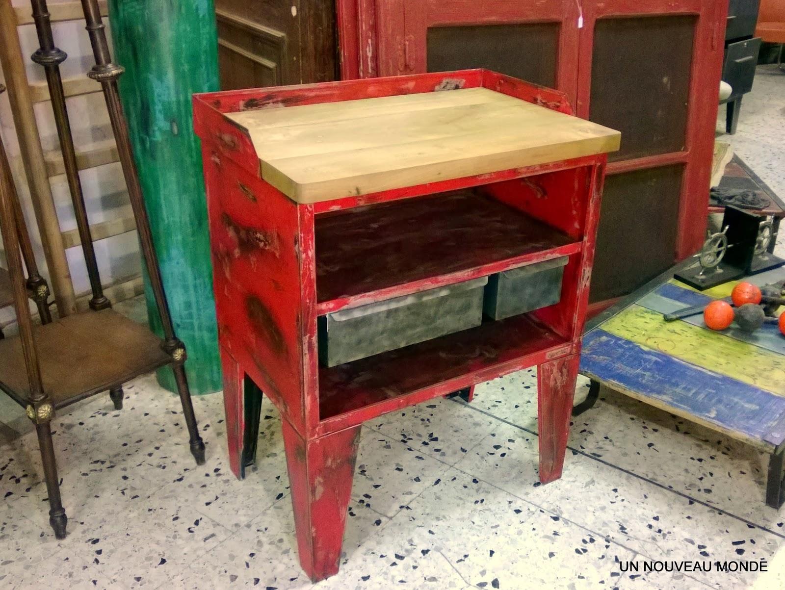 brocante d coration un nouveau monde tabli billot industriel m tal patin rouge. Black Bedroom Furniture Sets. Home Design Ideas