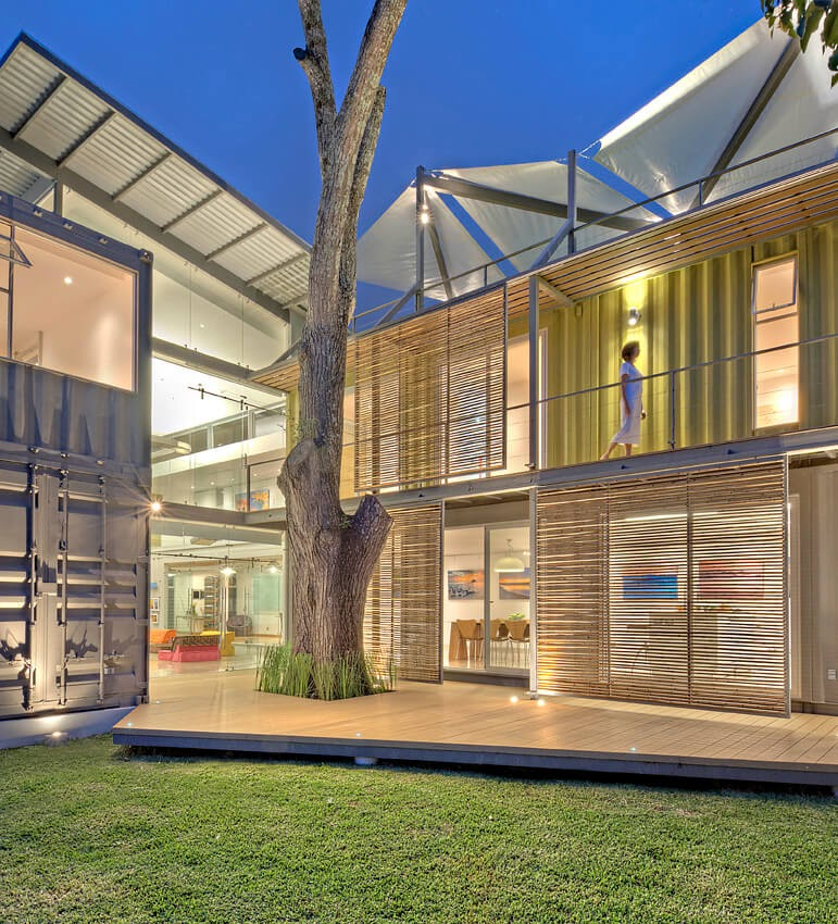 02-Kitchen-and-Bedroom-MJ-Trejos-Recycled-Shipping-Containers-Home-www-designstack-co
