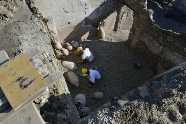 Cretan Wine Amphorae discovered at Pompeii