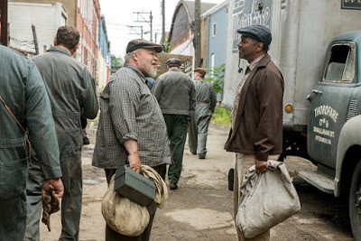 Fences Movie Denzel Washington and Stephen Henderson Image 1 (12)