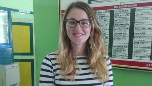 Jessica, Bule Cantik Amerika yang Jadi Guru Relawan di Cililin