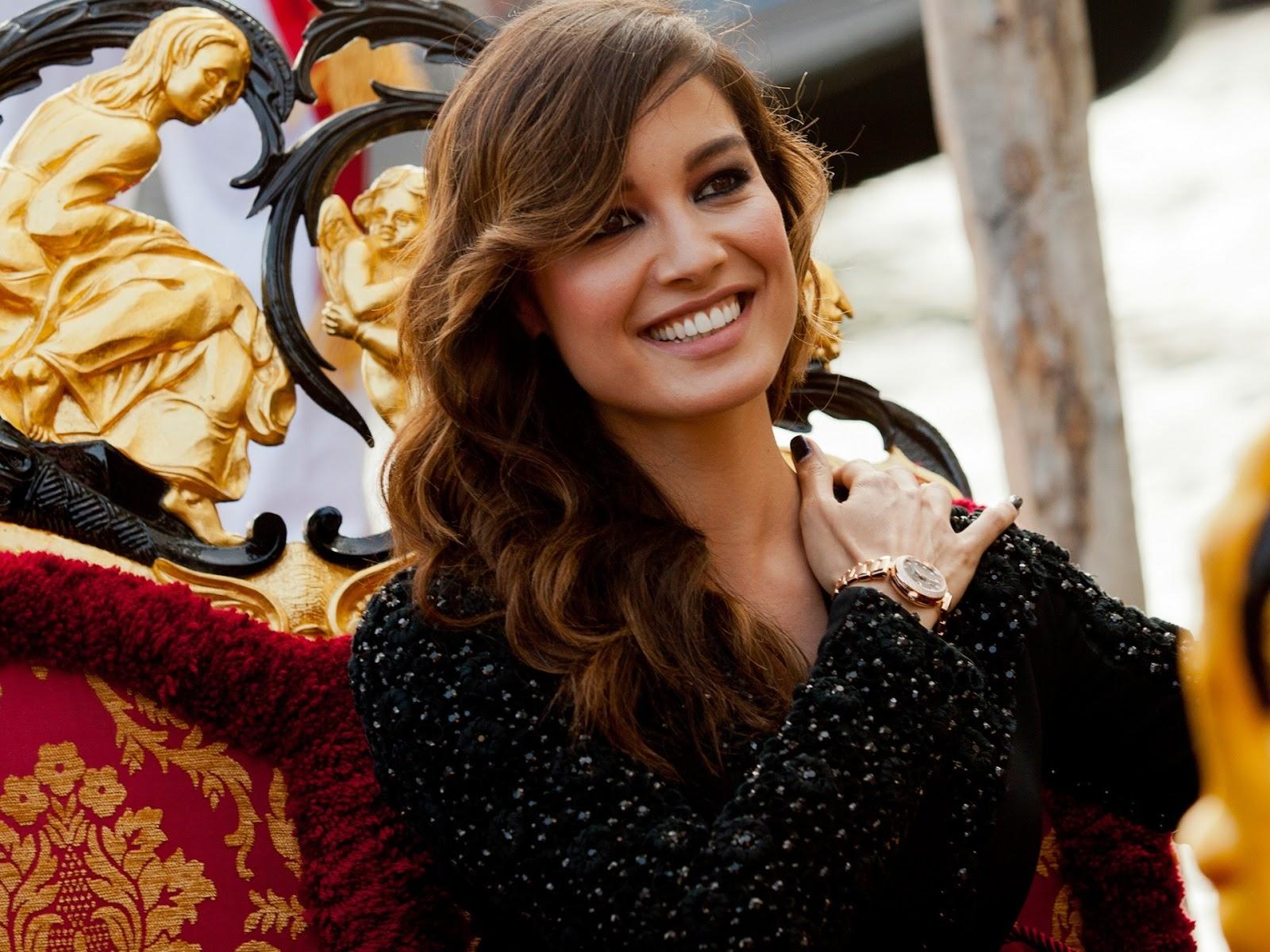 Girl Studying Wallpaper Berenice Marlohe Bond Girl Wellknown Celebrities