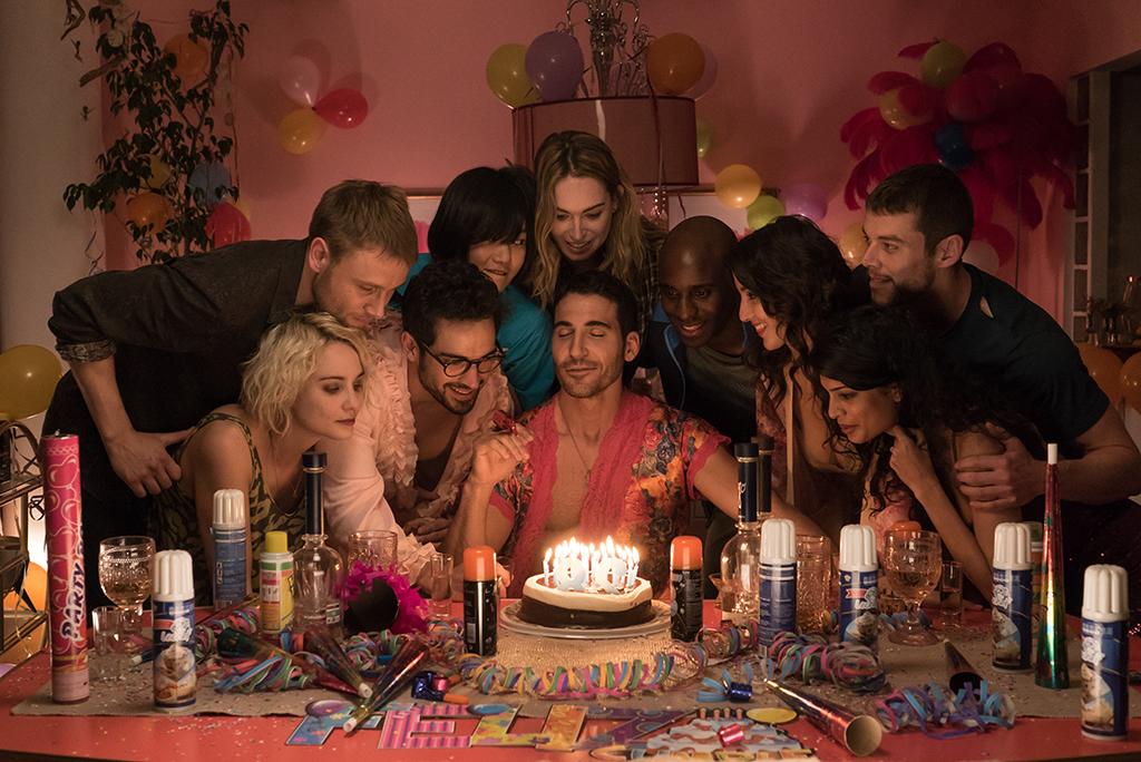 El reparto de Sense8 en una escena de la segunda temporada
