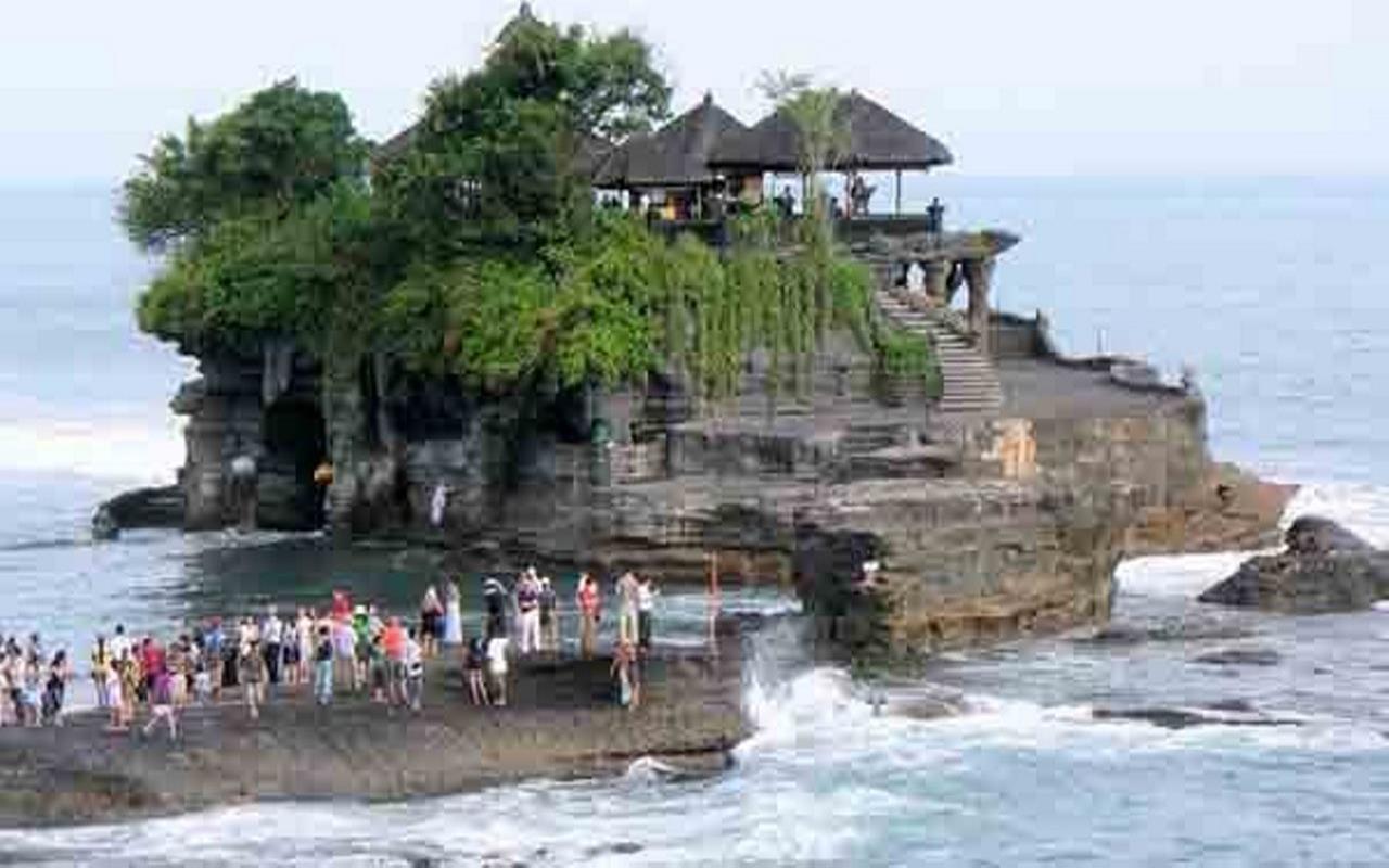 Wisata Religi Pura Tanah Lot Bali Berpadu dengan Keindahan Alam dan Budayanya